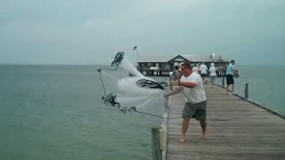 Thánh quăng lưới bắt cá biển là đây - Bắt cá thế này mới sướng