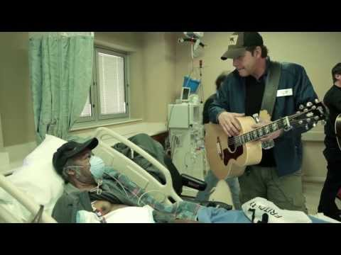 Rodney Atkins Visits Nashville VA on Veterans Day