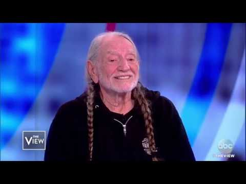 Willie Nelson Talks Supporting Beto O\'Rourke, Friendship With Frank Sinatra | The View