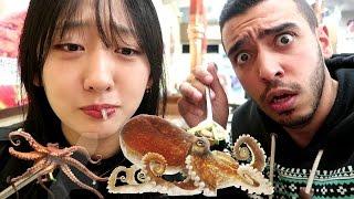 أكلنا اخطبوب حي مع بنت كورية | ردة فعلها صدمتني