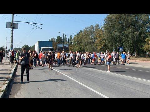 Рыбаки пикетировали управление рыбоохраны в Житомирской области и перекрывали движение