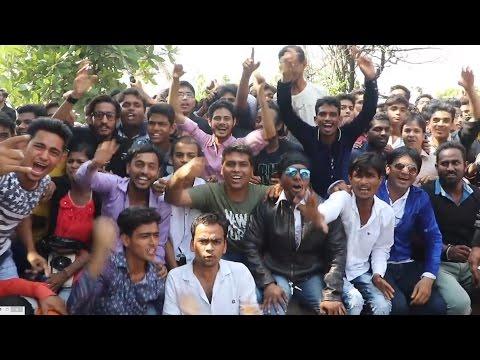 MASSIVE Fans Outside Mannat - SRK's 51st Birthday Celebration