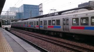 811系p107編成とp10編成エラー帯門司港行き 香椎駅を発車