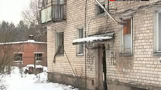 Жители поселка десять лет живут без воды и тепла(http://www.mosobltv.ru/ Жители одного из поселков вблизи Кубинки уже больше десяти лет живут без коммуникаций в авари..., 2013-12-05T19:28:17.000Z)