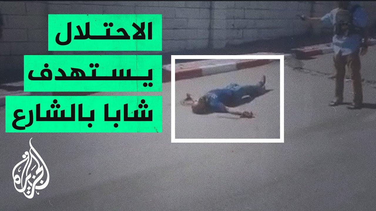 مرميا وسط الشارع.. قوات الاحتلال تطلق النار على شاب قرب حاجز عسكري في الخليل