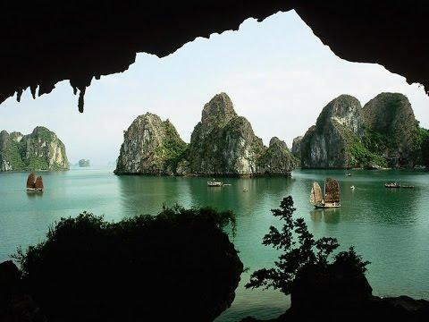 Cuevas en la Bahía de Halong 1.(Vietnam)