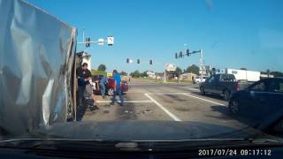 Video Lowes truck runs red light. 07-24-2017 09:15:42 download MP3, 3GP, MP4, WEBM, AVI, FLV November 2017