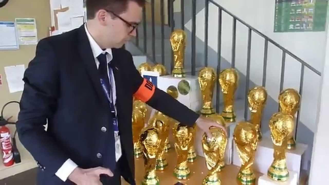 Saisie de contrefa ons du troph e de la coupe du monde - Comment fabriquer une coupe du monde en papier ...