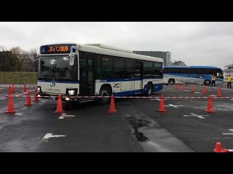 第2回全国ジェイアールバス運転競技会「一般線の部の『隘路通過』と『方向転換』」- トラベル Watch