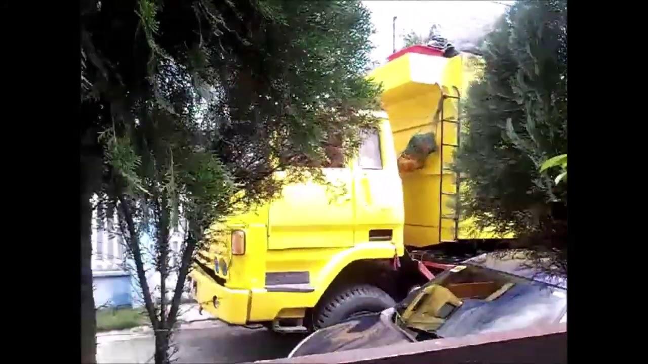 2552. Garbage Truck In Sta Rosa Laguna
