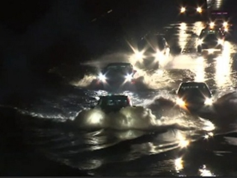 Raw: Heavy Rains Pound Southern California