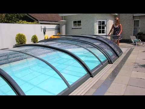 La luna zwembadoverkapping openen youtube for Zwembad overkapping