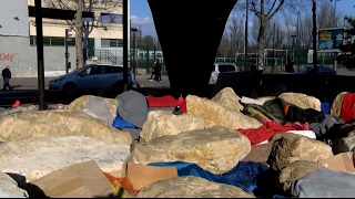 Булыжники не помогли Парижу в борьбе с мигрантами