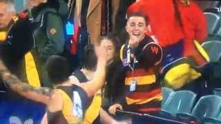 Video Dustin Martin and a friendly Adelaide Fan download MP3, 3GP, MP4, WEBM, AVI, FLV Oktober 2017
