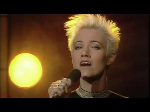 Marie Fredriksson Interview + Så skimrande var aldrig havet -Dabrowski  24-11-1990
