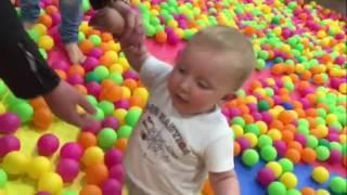 VLOG:  Одесса Гагарин Плаза Детский развлекательный центр с горками и батутами бассейном c мячиками