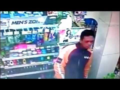 7 pencuri terekam cctv