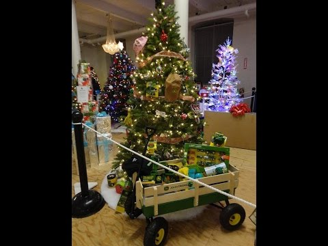 Heavy Decorated John Deere Christmas Tree - YouTube