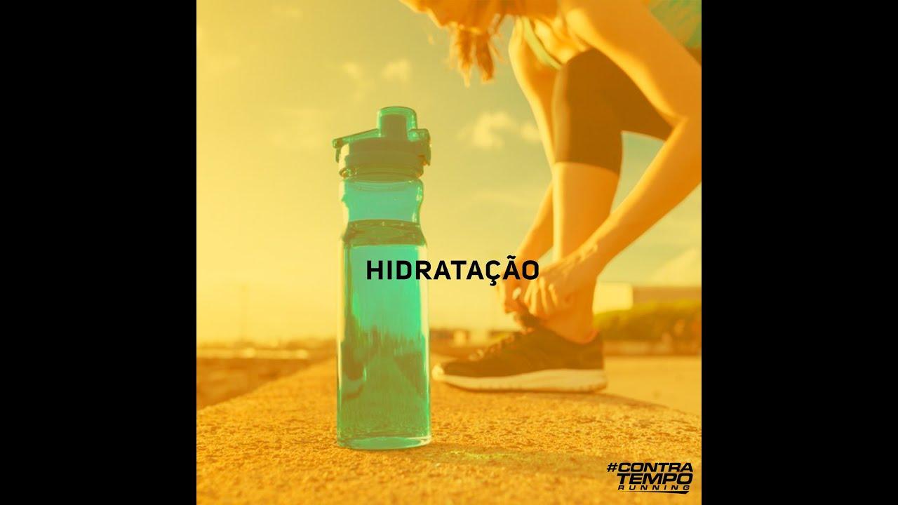 Hidratação durante o treino ou corrida.