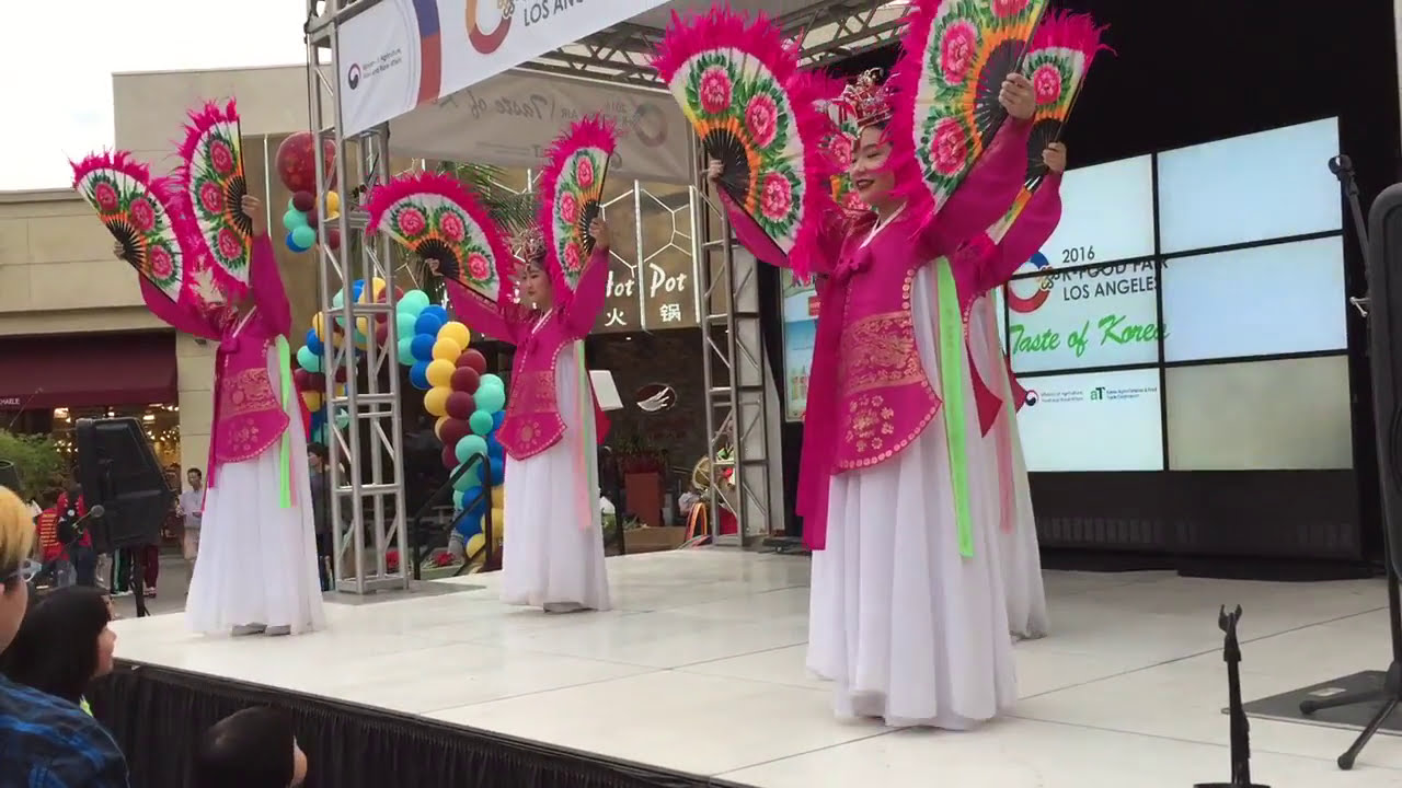 Korean Traditional Group Dance