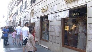 Via del Babuino, riflettori accesi sulla celebre via dello shopping di lusso con