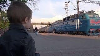 Видео для детей про поезда /  Пассажирский поезд