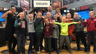 Download lagu Friends Shave Heads In Solidarity with Boy with Alopecia