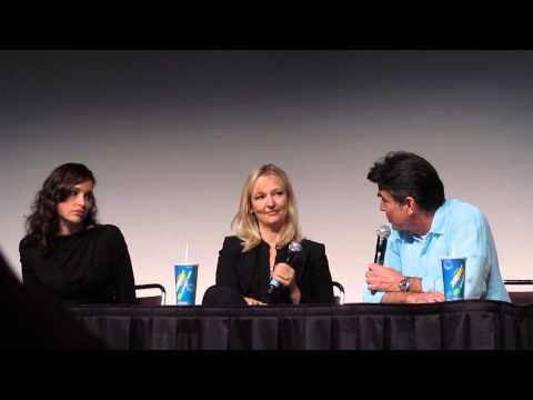 Cover Affairs Panel Expo 2013  Peter Gallagher sings!!