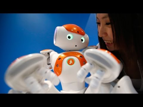 Robot trade fair opens in Japan
