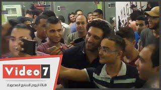 بالفيديو. . حسن الرداد يفاجئ جمهوره بحضور حفل منتصف الليل لفيلمه