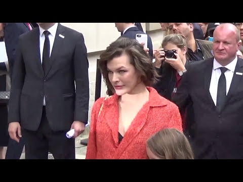 Milla JOVOVICH @ Paris 5 july 2016 Fashion Week show Chanel / juillet