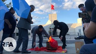 Publication Date: 2021-10-01 | Video Title: 【中國國慶】香港流亡者操刀 中國駐美大使館外焚燒五星紅旗
