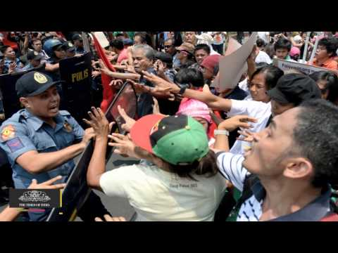 Anti-Obama Protesters Clash With Police In Manila - TOI