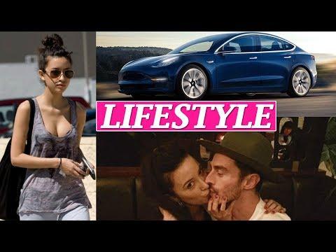 Christian Serratos Lifestyle, Net Worth, Husband, Boyfriends, Age, Biography, Family, Car, Wiki !
