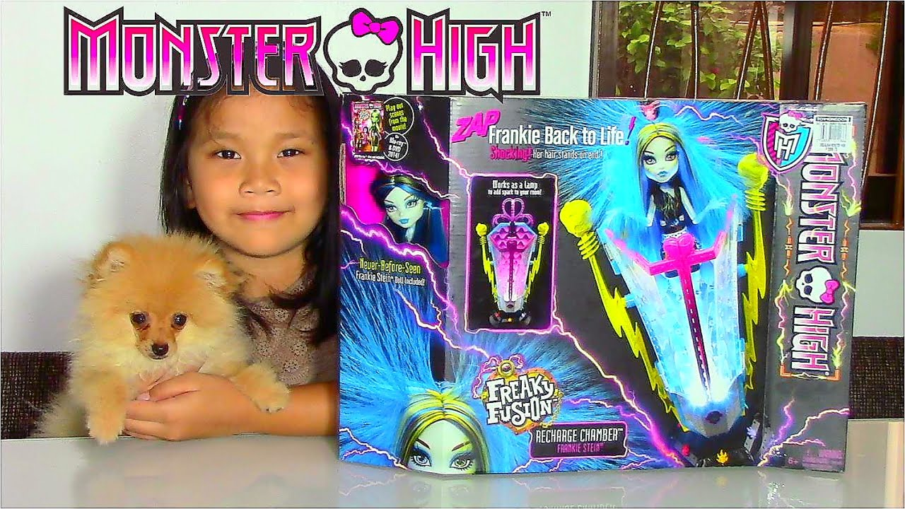 Monster High Freaky Fusion Recharge Chamber ZAP Frankie Back to Life