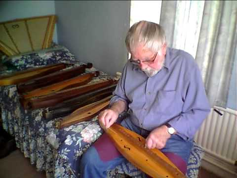 1750's Dulcimer ??? -The Blackest Crow (chosen for comparisim with previously posted vids related to temperament)
