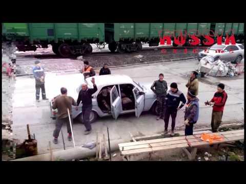 Unglaublich! 17 Russen in einem Auto!