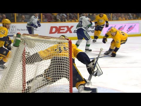 Pekka Rinne extends for amazing save