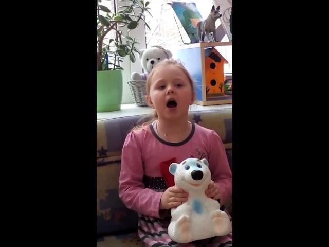 Изображение предпросмотра прочтения – ДарьяМаркова читает произведение «Белый Мишка» (Разные писатели )