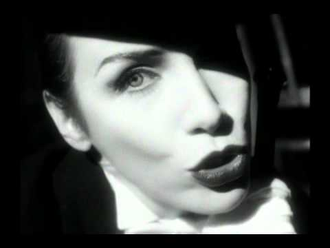 Annie Lennox Totally Diva 02 Legend In My Livingroom