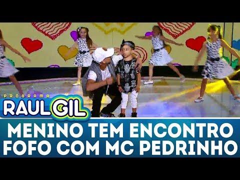 Programa Raul Gil (03/02/2018) - Menino tem encontro fofo com Mc Pedrinho