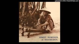 Street Musicians of Yogyakarta - Hai clum dong