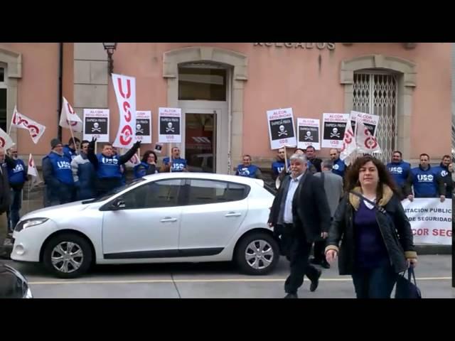 Medio centenar de trabajadores de Alcor se concentran en Monforte