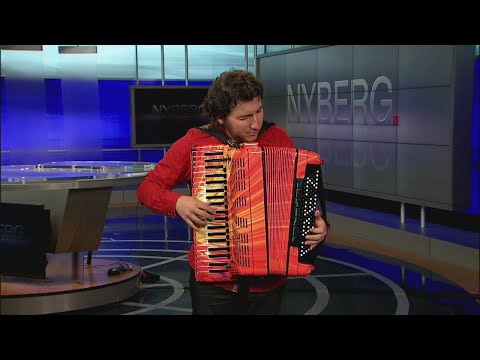 World champion, record-holding accordion player drops by Nyberg
