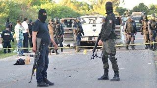 Repeat youtube video Graban balacera de El Chapo contra militares en Sierra de Durango