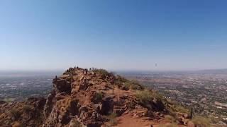 アメリカのアリゾナ州との中心にある山、キャメルバック。 その頂上には...