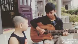 Bé An Khang hát tiếng anh cực hay. Guitar Brỳ