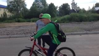 Я с друзьями/делаем трюки на велосипедах(hell лох)