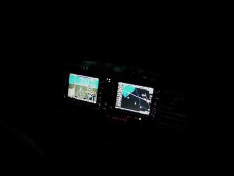 Diamond Twinstar DA42 night flight with GoPro KFXE-F45. ILS approach. Great quality video.