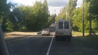 Автохам с украинскими номерами чуть не врезался в фуру под Брянском